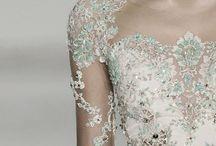 Dresses I love  / Prachtige jurken...ik probeer zoveel mogelijk details vast te leggen...die met kant en die van de rugzijde