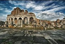 The archaeological sites of the Campania region / Our history is based on the stories of the Greeks and Romans... Come and discover with us!