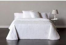 Colección de colchas blancas para cama. / Descubre las colchas bouti, edredones y fundas nórdicas con sus diseños en blanco creará un ambiente luminoso, sencillo y elegante.