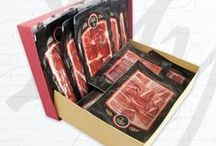 Boneless / Here in MyJamon.com we have a group of master cutters that are dedicated exclusively to cutting with the right knives Iberian and Serrano ham, sliced by hand and put under vacuum.