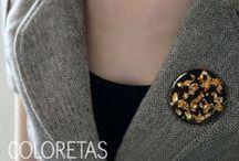 Golden Flakes Black Collection- Colección Chispas Negro / Gold & Black, the two most known symbols of elegance. Golden Flakes that float on a refined black plate. Available in this collection rings, pendants, bracelets, earrings and brooches. El oro y el negro, los dos símbolos clásicos de la elegancia. Chispas doradas que flotan en una versión refinada. La colección comprende colgantes, anillos, pendientes y pulseras.