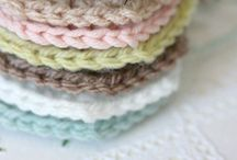DIY Crochet & Knitting Projects / crochet / crochet tutorials / how to crochet / knitting / crochet patterns / knitting patterns / projects / DIY / yarn / bags/ shawls / afghans / stuffed animals
