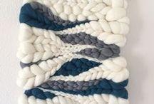 DIY Weaving & Wall Hangings / how to weave / weaving looms / fringe / weaving techniques / wall hangings / DIY / yarn / wool / fiber art / weaving tutorials / weaving a circle / loom weaving