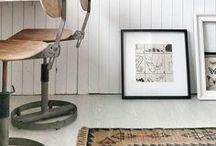 STOREBROR / Storebror is een nieuw Nederlands woonmerk met een breed assortiment meubels en woonaccessoires. De naam Storebror betekend grote broer in het Zweeds en vooral het stoere zie je terug in de geweldige artikelen welke folklore, traditie, eenvoud en puurheid uitstralen. Veel basiskleuren zoals blank hout en wit, maar er is ook kleur. Het assortiment bestaat uit stoere opbergkisten, kandelaars, sierkussens en nog veel meer leuke woonaccessoires.