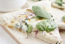 Food: Pizza // Flammkuchen / Auf dieser Pinnwand findet ihr leckere Pizza und Flammkuchen Rezepte! Yummy! #pizza #flammkuchen #recipes #rezepte