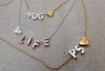 Initials / We love initials bij Jewelz & More. Maak je ketting of armbandje persoonlijk en creëer je eigen ontwerp!