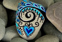 Rock paintings / Ideas on how to decorate rocks.