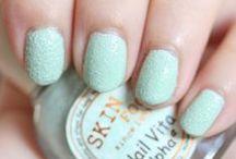 Textured nail polishes