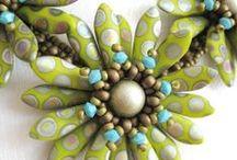 Mačkané jazýčky / České mačkané korálky jazýčky na výrobu bižuterie a šperků, které najdou využití při výrobě květů či hvězd z korálků. http://www.fajnekorale.cz/cs/koralky/48-jazycky?p=2