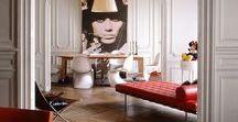 Interior Design französisch/eklektisch/vintage / Edler, eklektischer Chic: Junge französische Designer kombinieren hochwertige Vintage-Designobjekte mit klassischen Tapeten.