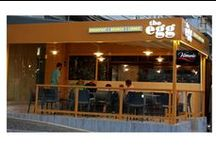 The Egg Restaurant / Το «The Egg» στήθηκε στη Μεσογείων πλησίον του Μετρό του Χολαργού. Πρόκειται για ένα egg shop όπως μαρτυρά η πινακίδα του, όπου μπορεί κανείς να βρει πιάτα με κύριο συστατικό το αυγό!