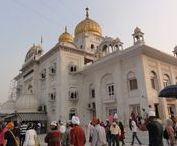 Delhi - gurdwara Bangla Sahib / Gurdwara Bangla Sahib to jedno z najciekawszych miejsc, jakie warto odwiedzić w Delhi.