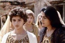 L'ILIADE ET L'ODYSSEE (2) / Les Achéens. Dans l'Iliade, le poète Homère appelle les Achéens les Grecs qui assiègent Troie.