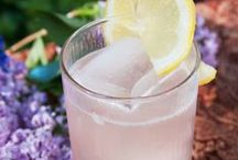 Fresh Spring Cocktails / Refreshing cocktails and mixed drink recipes that are perfect for the warming days of spring.