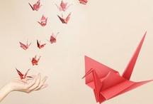Origami / El Origami es el arte japonés de plegar papel, dándole todo tipo de formas y creando así delicadas y bonitas figuras. • Origami is the Japanese art of paper folding, giving shapes to it and creating delicate and beautiful figures.