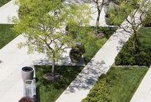 Parchi, giardini, spazi aperti / Disegni, realizzazioni e dettagli di grandi parchi urbani, di aree verdi cittadine, di giardini privati. Filtri e muri che definiscono gli spazi.