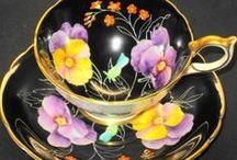Tea cups and pots / by Seija Tuori