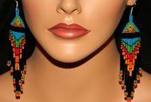 Indian patterned earrings. / Indián motívumokkal készített fülbevalók.