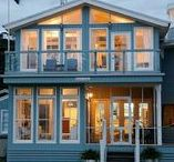 Beach Inspired Holiday Homes / The beach house or house in the hills have always been part of the great Australian dream. take a look at some of these simple, yet beautiful holiday homes from right around Australia.