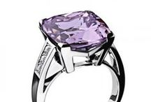 Rose de France / The Rose de France gemstone is a member of the amethyst family. The color is reminiscent of a lavender or lilac shade. This semiprecious stone is generally found in deposits in Brazil and Bolivia. Mauboussin sublimes the Rose de France and creates gorgeous and delicate jewels.