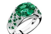Jungle Green / Emerald is one of the four precious stones, used by Mauboussin since 1827. It is a mineral and a variety of beryl. The word 'emerald' comes from the Greek 'smaragdus', meaning 'a green precious stone'. Mauboussin also creates fine modern jewels with Peridot which is a mineral that belongs to the silicate group. Its name comes from the Arabic 'faridat', meaning 'precious stone'.