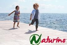 Naturino kinderschoenen / Naturino kinderschoenen  Blootvoets op het strand met Naturino kinderschoenen De ideale ondersteuning voor de voet is zeezand. Dit is ook wat de meeste theorieën van podologen bevestigen. Deze theorieën zijn gebaseerd op de overtuiging dat de voet op de meest natuurlijke manier moet groeien zonder onnodige en schadelijke belemmeringen. Naturino Feel the Sand Effect
