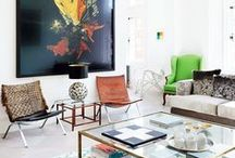 Pops of color / Give an otherwise neutral room some life by adding some little pops of color.