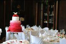 Wedding cake Sabina / Krájení svatebního dortu – opět jeden nůž a společné nakrojení dortu. Nikdo ze svatebčanů nesmí dort odmítnout!