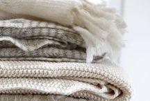 Minimalism+Hygge / Minimalistisch Wohnen, aufgeräumt,reduziert, gemütlich, Lebensstil, wohnug, Kleiderschrank,Leben