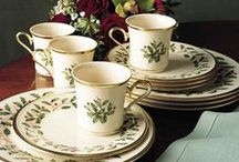 Christmas Dinnerware / Beautiful Christmas dinnerware that can be used from Thanksgiving to New Year's