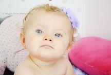 • Baby shooting-Allegra Point Photographie • /  Fini le petit bébé qui restait bien tranquille dans son transat, maintenant place à la marche, et surtout aux bétises en tout genre!