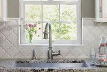 Backsplash Design Using Tile / Get inspiration for your next kitchen backsplash project.