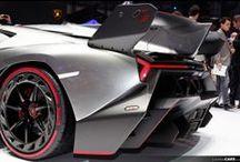 Lamborghini Veneno / La Lamborghini Veneno è una esclusiva automobile fuoriserie prodotta dalla casa automobilistica italiana Lamborghini e presentata al Salone dell'automobile di Ginevra del 2013. - Commemora 50 Anni Lamborghini - 335 KMH - 750 CV