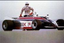 Elio De Angelis / Elio De Angelis (Roma, 26 marzo 1958 – Marsiglia, 15 maggio 1986) è stato un pilota automobilistico italiano. Campione nazionale di Formula 3 nel 1977, debuttò due anni dopo in Formula 1 nel Gran Premio d'Argentina,  al Gran Premio d'Austria 1982 e al Gran Premio di San Marino  Morì a Marsiglia nel 1986 per le conseguenze di un grave incidente occorsogli il 14 maggio, durante una sessione di prove private sul circuito Paul Ricard a Le Castellet.