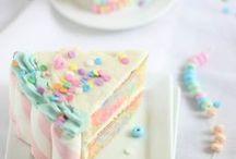 Rezepte: Kuchen backen / Hier dreht sich alles ums Kuchen backen - süße Rezepte und Ideen für leckere Kuchen und #Geburtstagstorten. Von ganz einfach (schneller Kuchen) bis zur ausgefallenen Motivtorte. Lasst Euch inspirieren! Kuchen, Rezept, schneller Kuchen, ausgefallene Torten, Torte, einfacher Kuchen, Kindergeburtstag, Geburtstag Kuchen, kreative Kuchen, Blech, Obst, backen, Ideen
