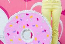 DIY Donut Party Ideen / Donut Party Dekoration und tolle Donut Rezepte, Printables für eine Donutparty und mehr ... Donut Party Deko, Einladung Donut, DIY Donut Ideen