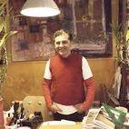 Pedro León / Quién: Pedro León @pedroleon Por qué: Ceramista de siempre, con mucho éxito en su sector y en la restauración. Por su profesionalidad. Dónde: En su tienda-taller de la calle de la Cabeza 26, Arte Hoy