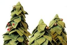 Handmade Christmas / DIY and handmade Christmas and holiday decorations. Wreaths, ornaments, and more.