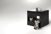 The bloq: stylish pet bed and sidetable / The bloq by Binq Design is both a pet bed and sidetable. The bloq is a high-quality piece of pet furniture that integrates easily in your interior because of the well thought-out cube-design. The drawer with a soft-close feature makes the bloq perfect for your home.