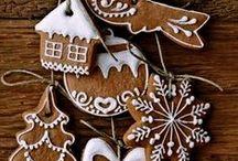 WEIHNACHTEN: Plätzchen / Vanillekipferl, Christstollen, Schwarz-Weiß-Gebäck, Spritzgebäck, Ausstecher – kurzum all die köstlichen Versuchungen, die uns die Weihnachtszeit versüßen
