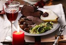 Weihnachten: Menü / Nun beginnt die Vorweihnachtszeit. Schon im Advent genießen wir leckere Köstlichkeiten. Zum großen Fest erwartet uns bei Kerzenschein dann der kulinarische Höhepunkt: Das Weihnachts-Menü. Knuspriger Gänsebraten, zartes Wild oder frischer Fisch garantieren ein unvergessliches Festmahl.