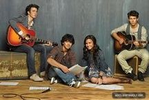 jonas brothers and demi lovato