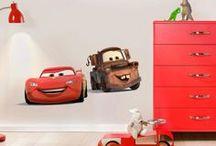 Disney / Stickers da muro della Walt Disney  Decora la camera dei bambini con gli adesivi della Disney! Le famose e bellissime principesse come Biancaneve, Bella, Cenerentola e la Bella Addormentatata. Le bambine saranno al settimo cielo! A tua disposizione tanti altri motivi, come il tenerissimo orsetto Winnie the Pooh o le divertenti Cars della Pixar!
