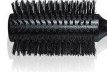 A&T – Bürsten / Arnoldy & Traub – Höchste Qualität, professionelle Bürsten - Profi-Bürsten für jedes Haar. Vom Glanzbooster für langes Haar bis zum Wunderstyler für feines Haar.