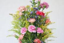 Flower power / Une sélection de montres et bijoux fleuris pour femme.
