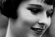 Louise Brooks - 1920s / Louise Brooks was one of the top Hollywood actresses during the 1920s. She often wore FLAPPER costumes and had a typical 1920s  pageboy hair cut.