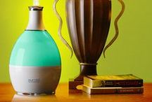 Umidificator aromaterapie si lampa de noapte / Tribest HUMIO 1020 va permite sa respirati un aer sanatos prin functia sa de umidificator. Umidificatorul dispune de un locas special pentru uleiuri esentiale si fuctioneaza si ca si lampa de noapte.