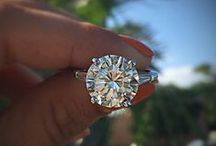 Round Engagement Rings / The Classic engagement ring shape - the round brilliant diamond cut.