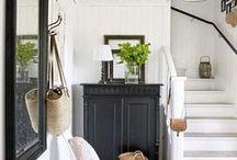 Entradas y Pasillos / ¿Qué es lo primero que ves cuando entras a casa? Pequeñas zonas que a la hora de decorarlas marcas la diferencia.