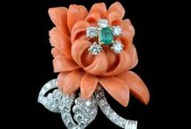 Bejewelled Garden / Flowers made with diamonds and gemstones. Stunning floral fantasies by Master jewelers.